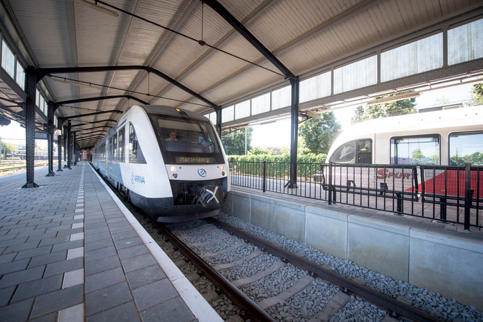 Treinen tussen Almelo en Hardenberg kunnen slecht tegen hitte.