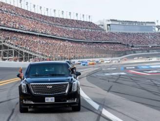 Trump rijdt rondje in The Beast op circuit Daytona 500-autorace