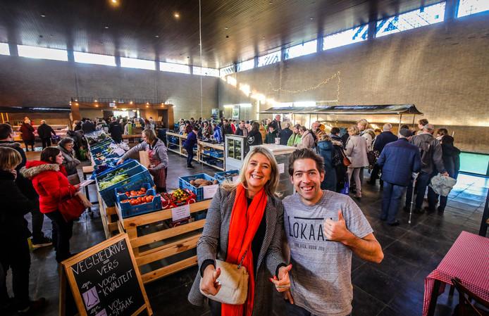 Brugge overdekte markt in de voormalige Sint Franciscus Van Assisië kerk: Mercedes Van Volcem en Sjarel Buysschaert