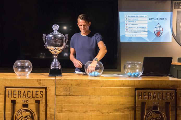 Jan Vennegoor of Hesselink tijdens de loting van de Tukker Cup.
