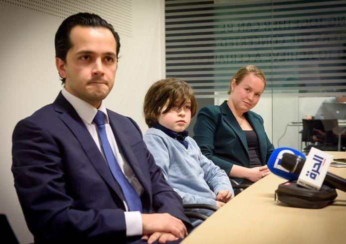 Laurent Simons met zijn ouders afgelopen vrijdag tijdens een persconferentie.