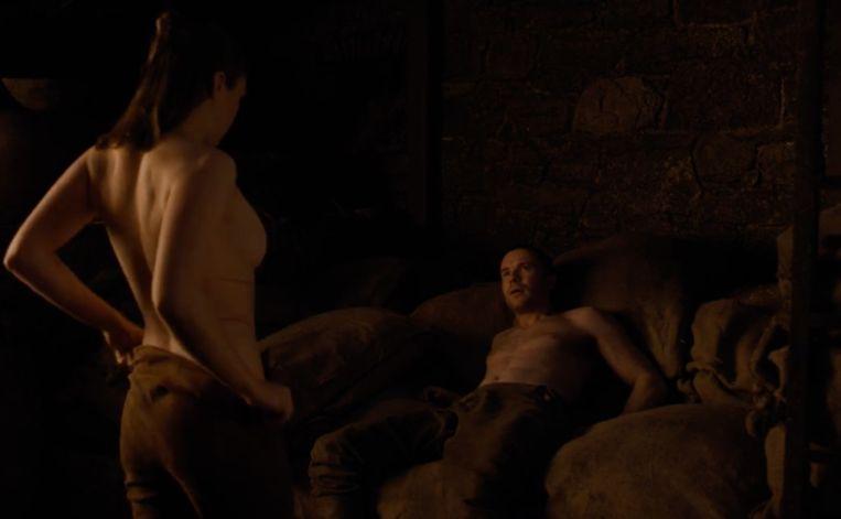 Arya vindt een betere partner om de avond mee door te brengen.
