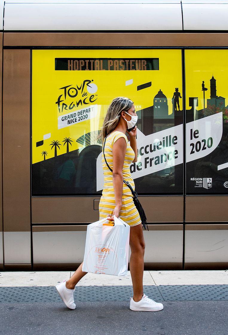 Nu in Nice code rood is afgekondigd zijn mondkapjes in de openbare ruimte verplicht.   Beeld Klaas Jan van der Weij / de Volkskrant