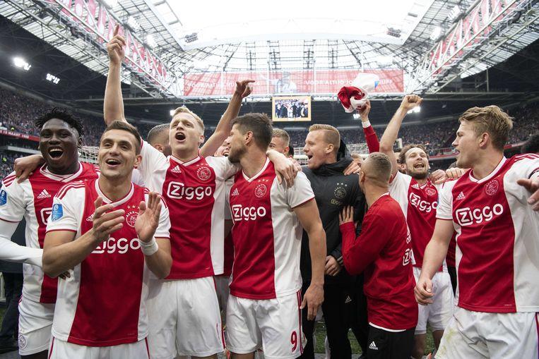 Ajax viert de 4-1 overwinning op FC Utrecht. Beeld ANP