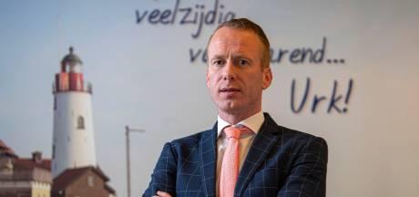 Burgemeester Van den Bos spreekt ouders op Urk toe: 'Dit doet mij pijn'