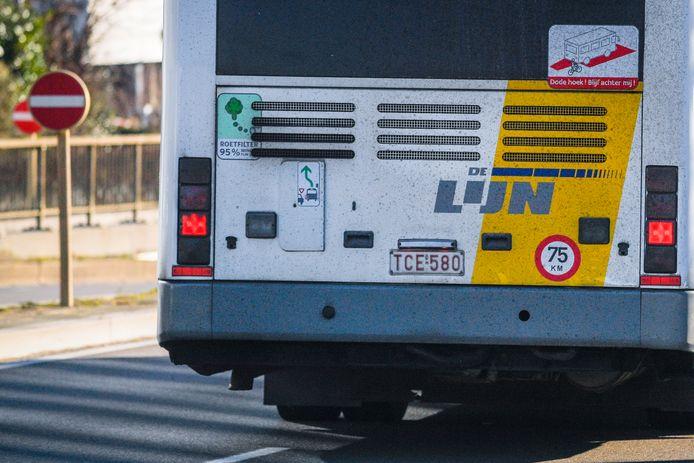 De buschauffeur, van de Belgische vervoerder De Lijn, werd neergestoken.