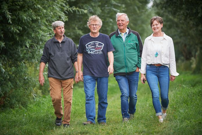Jan Hendriks, Frans Heeren, Tonnie van Hooff en Johanna Ceelen (vlnr) zagen dat het niet de goede kant op ging met de natuur in Lithoijen. Daar willen ze verandering in brengen.