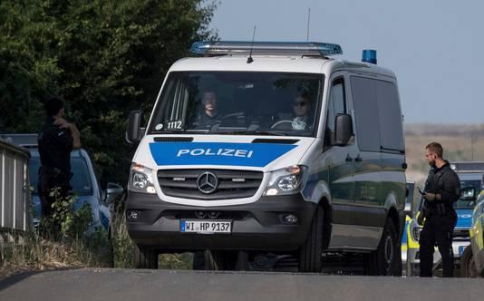 De Duitse politie blokkeert een weg in Wiesbaden. Op woensdag werd er het lichaam van Susanna Feldmann gevonden.