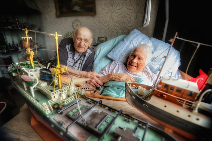 Henk en Tinie van Roijen met hun boten.