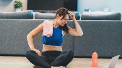 Gêne in de fitness? Zo haal je het meeste uit thuis sporten