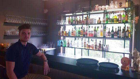 Uitbater Guylian Menten (23) in zijn nieuwe cocktailbar.