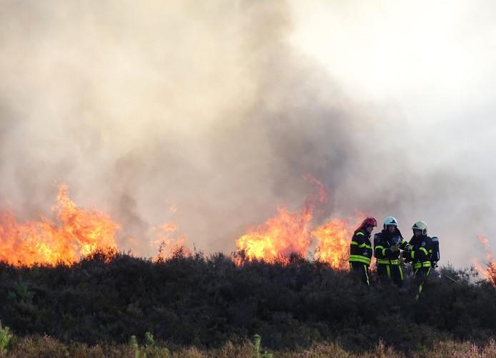 De brand in het natuurgebied bij 't Zand in Alphen.