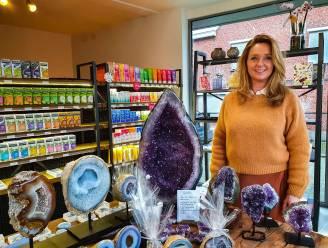 Nathalie (50) opent nieuwe winkel 'Mist' en biedt ook therapeutische begeleiding aan