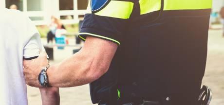 Jongen (15) gearresteerd voor besmeuren putdeksel met rode verf in Hoeven