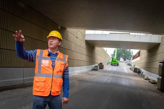 ProRail-man Wim Leenders in de nieuwe tunnel.