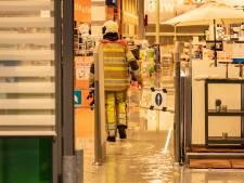 Heftig noodweer treft regio Utrecht, deel dak Gamma Laagraven ingestort