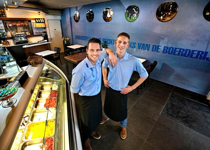 Leon en Koen Bouwmans hebben IJssalon Moniex in Bakel overgenomen.