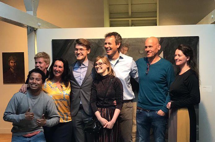 De deelnemers aan Project Rembrandt zijn populair. Zondag gingen ze vele malen met fans op de foto in Museum Jan Cunen.