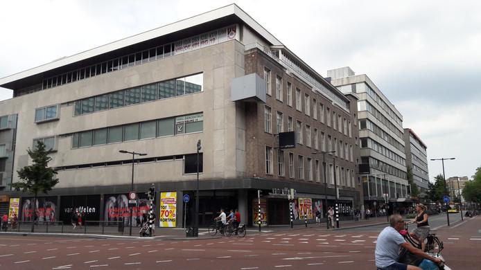 4e604d594 Het voormalige C A pand op de hoek van het Vredenburg en de St.  Jacobsstraat.