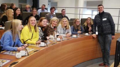 Leerlingen Sint-Jozefinstituut bezoeken onderwijscommissie in Vlaams Parlement