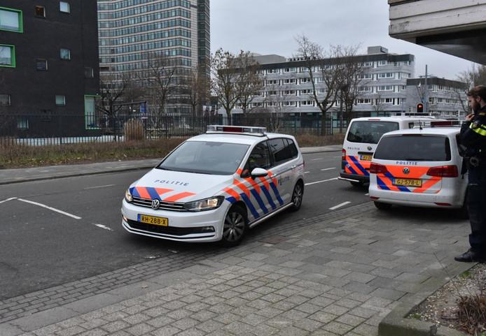 Politie bij de school.