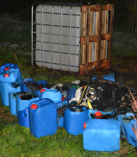 Busje met drugsafval in Kerkrade door de politie afgevoerd