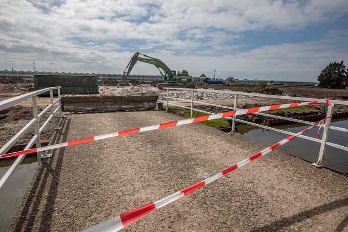 Van het 'monumentale' pand Nieuw-Honsel aan de Nieuweweg in Honselersdijk is na een dag slopen niets meer over.