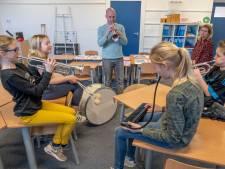 Trompettist Van de Velde geeft muziekles op oude school: 'Ik wil de kansen die ik kreeg aan anderen doorgeven'