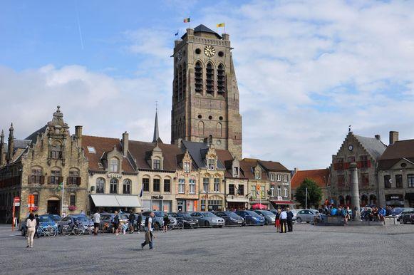 Archiefbeeld van de Grote Markt in Veurne.