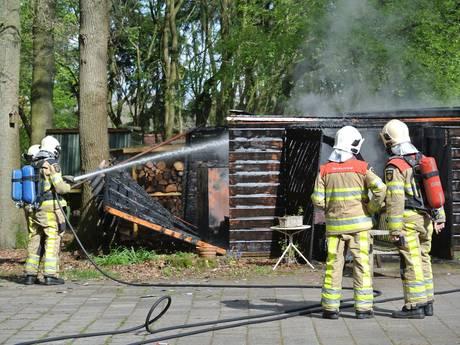 Starten grasmaaier pakt verkeerd uit, schuur brandt uit in Dalfsen