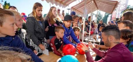 Jaarlijkse Koningsdag ondanks de regen een feest voor de jonge Willem II-fans