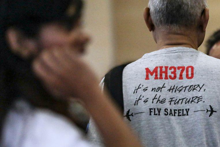 Een aanwezige bij de persconferentie waar de resultaten van het onderzoek naar de vermiste vlucht MH370 werden gepresenteerd. Beeld AFP