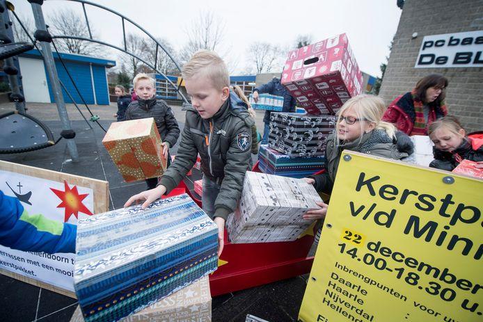 Scholieren hoeven dit jaar niet in actie te komen om levensmiddelen in te zamelen voor de kerstpakkettenactie voor de minima in de gemeente Hellendoorn.