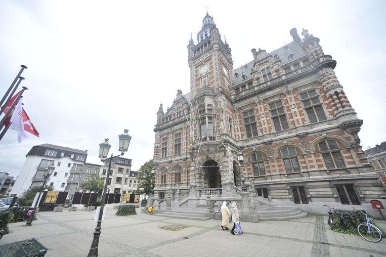 Het districtshuis op het plein wordt vernieuwd. Die werken starten volgend jaar.