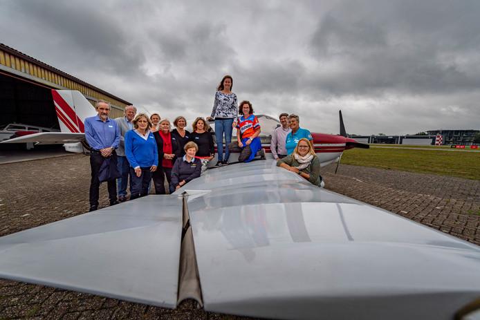 Het is Ladies Fly Inn, dat wil zeggen dat zo veel mogelijk vrouwelijke piloten bijeen komen op Breda Airport/Seppe.