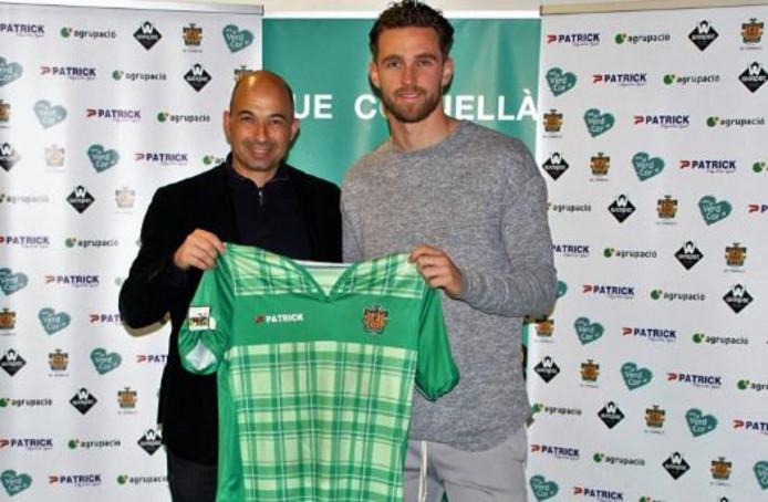 Leon de Kogel in betere tijden: na het tekenen van zijn contract bij het Spaanse UE Cornella.