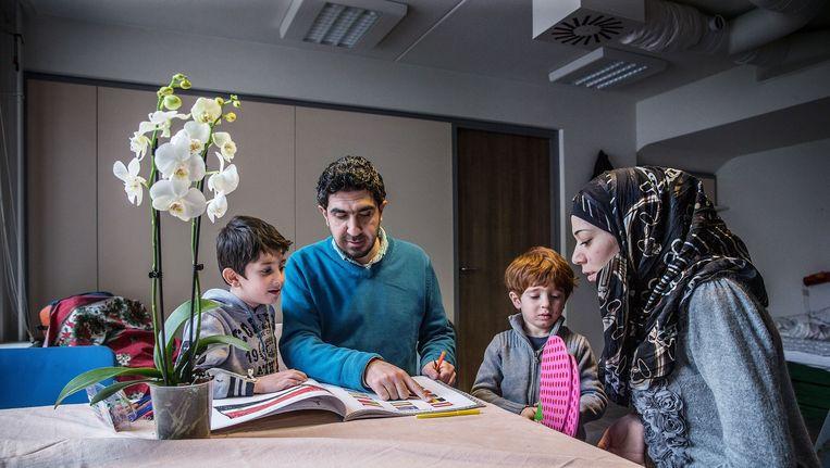 Aan de Mauritskade 17 zit sinds kort een kleinschalige opvang voor Syrische vluchtelingen. Beeld Jean-Pierre Jans