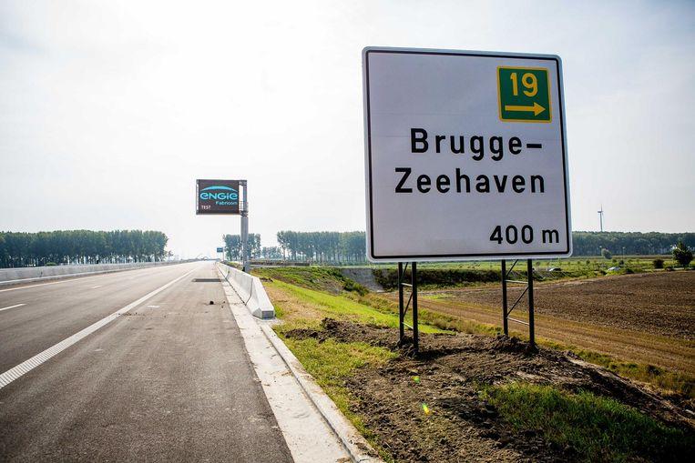 Het bord 'Brugge - Zeehaven' moet volgens raadslid Jean-Marie De Plancke 'Haven Zeebrugge' zijn.