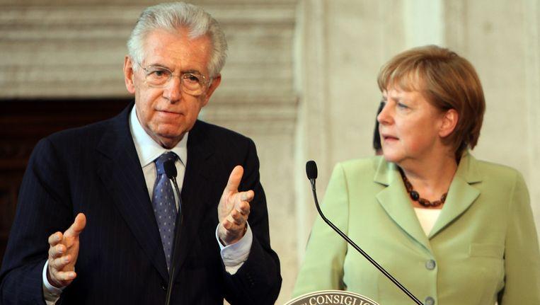 Mario Monti en Angela Merkel na het overleg in Villa Madama. Beeld getty