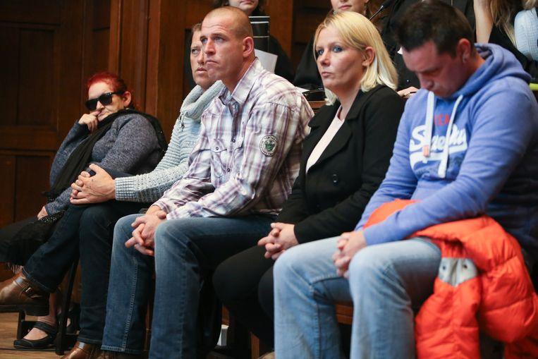 De beschuldigden in de Schellebellemoord op Eddy Vanderborght in de rechtbank van Dendermonde. Prosper Van Der Borght was toen afwezig door een longontsteking.