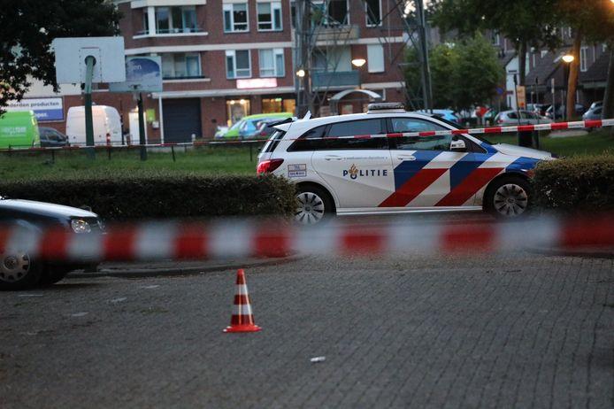 De politie doet onderzoek naar een schietpartij aan Muskieterveld in Apeldoorn.
