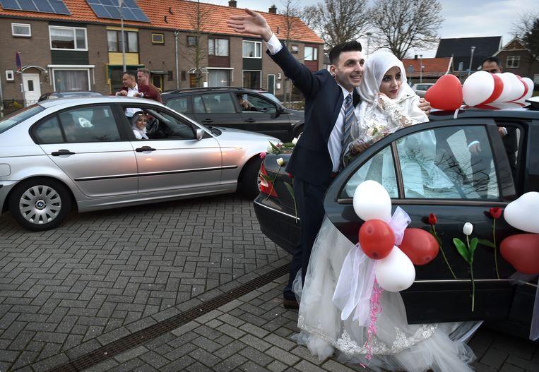 Een Syrische vluchteling die samen met zijn invalide broer naar Nederland vluchtte in 2015, heeft zich opgewerkt tot volwaardig Nederlander. Een bekroning is zijn huwelijk met een Syrische uit Brielle. Beeld Marcel van den Bergh