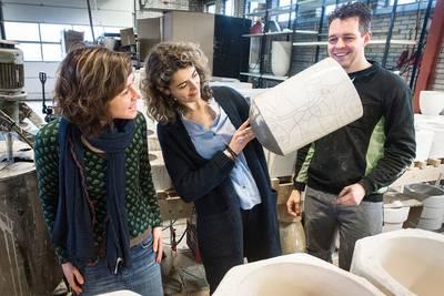 Kamerlid brengt vaasje Rutte van Made naar Den Haag