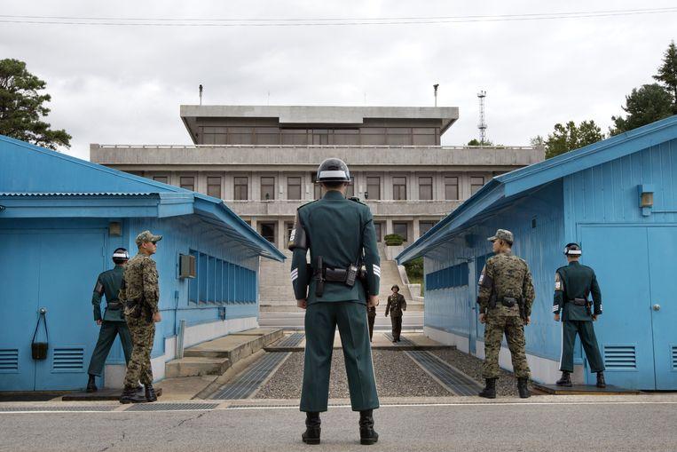 Zuid-Koreaanse soldaten houden de wacht aan hun kant van de gedemilitariseerde zone (DMZ).