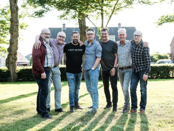 Van links af: Theo Stienissen, Ap Dieker, Onne Heesen, Frank Gies, Edwin van Onna, Hein Harmsen en Geert Stienissen.