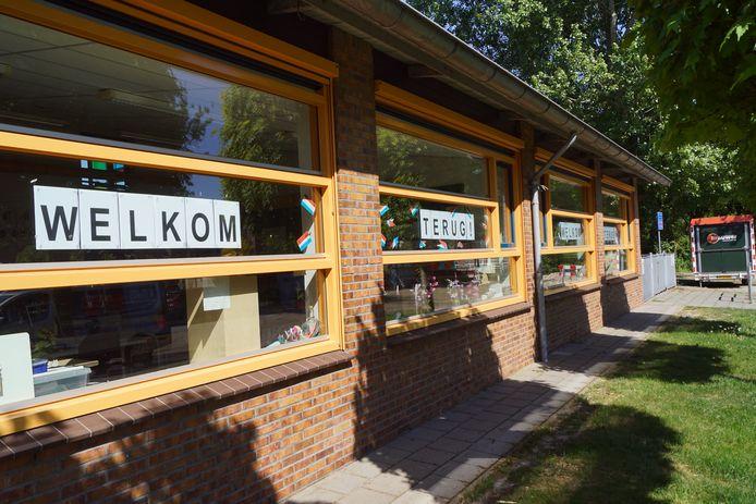 Basisscholen verwelkomen maandag na weken van verplichte sluiting hun leerlingen weer.