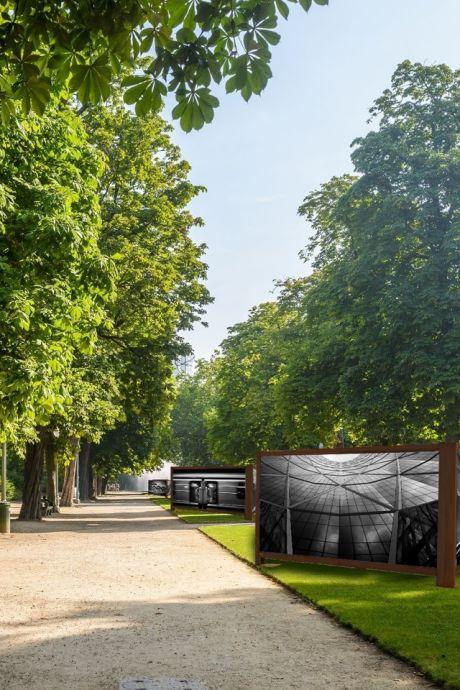 Expositie van enorme dorpsfoto's in het Van Bestpark in Valkenswaard