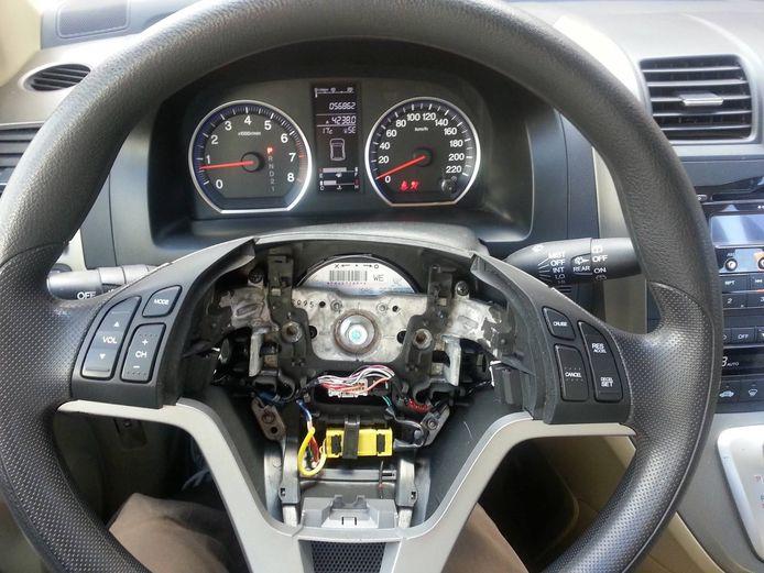 Ter illustratie: De schade nadat een airbag uit een auto is weggenomen.