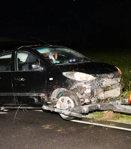 Auto in de sloot bij Sint-Maartensdijk, bestuurder spoorloos