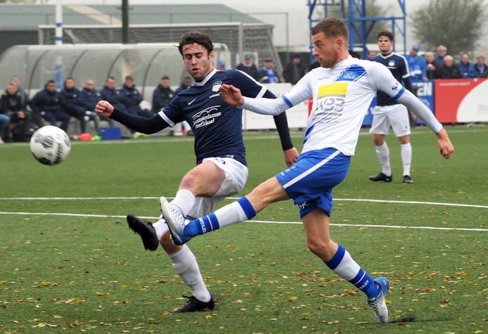 Niek van Sprundel (rechts) keert dit seizoen niet meer terug bij Hoek.